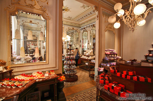 http://www.chocolate-fish.net/albums/Austria/People_and_Culture/Vienna-demel-cafe-house-5918.jpg
