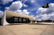 Building of the Supreme Court in Brasilia by architects Oscar Niemeyer and L�cio Costa, Brazil