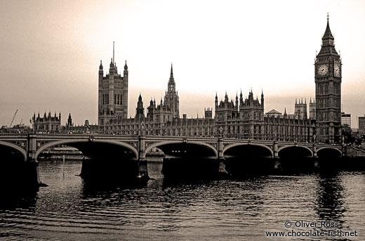 schwarz wei gro britannien london westminster with big ben chocolate fish photos. Black Bedroom Furniture Sets. Home Design Ideas