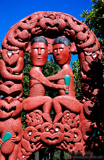 Maori carving of the entwined lovers of Hinemoa and Tutanekai at Whakarewarewa village in Rotorua