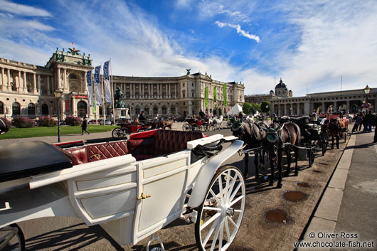 Fiakers (horse carts for tourists) in front of the neue Burg in Vienna´s  Hofburg