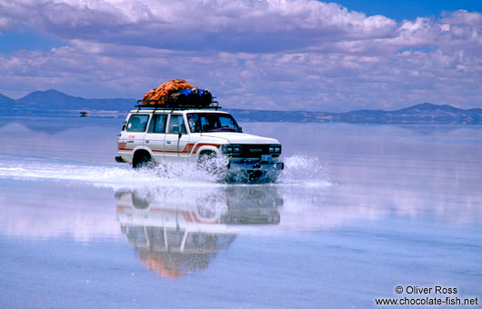 Crossing the flooded Salar de Uyuni (Uyuni saltflat) is possible in a 4WD only