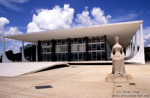 Building of the Supreme Court by architects Oscar Niemeyer and Lúcio Costa with Justitia statue by Alfredo Ceschiatti