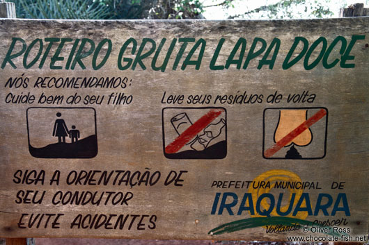 Things not allowed inside the Gruta da Lapa Doce: don´t litter and don´t ...