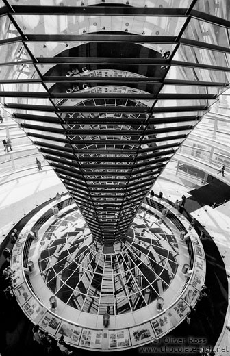 The construction of glass mirrors in the glass cupola of the Reichstag