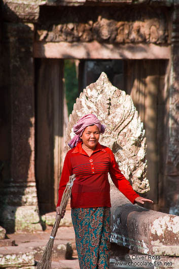 Woman cleaning at Banteay Kdei