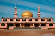 Travel photography:Lakeside Mosque in Phnom Penh, Cambodia