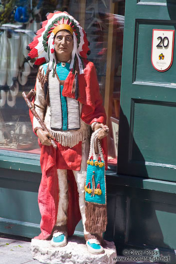 Native Canadian statue outside a shop in Quebec´s old town