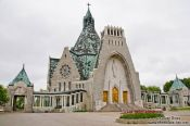 Travel photography:The Notre Dame du Cap pilgrimage church, Canada
