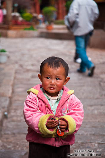 Small child in Lijiang street