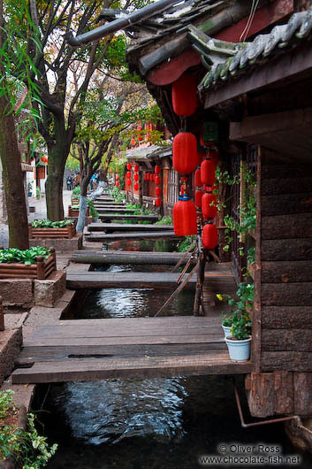 Living at one of the many canals in Lijiang´s old town