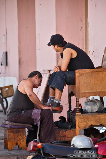 Polishing shoes in Sancti-Spiritus