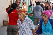 Travel photography:Old ladies at the market in Trinidad, Cuba