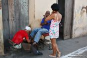 Travel photography:Getting a shoe-polish in Trinidad, Cuba