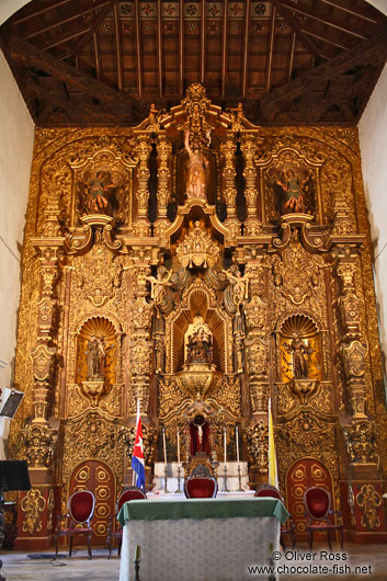 The golden altar inside the Parroquia de San Juan Bautista de Remedios