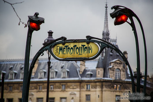 Traditional sign for a Paris underground station