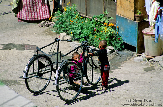 Children with bikes in Leh