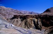 Travel photography:Landscape between Leh and Drass, India