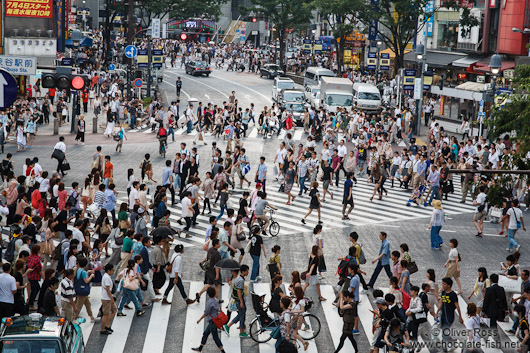 Busy pedestrian crossing in Tokyo´s Shibuya district