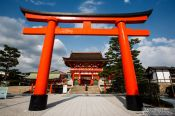 Travel photography:Giant torii at Kyoto´s Inari shrine, Japan