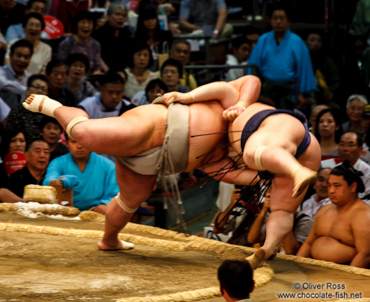 Throwing your opponent out of the ring at the Nagoya Sumo Tournament