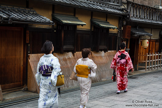Three women in Kimonos in Kyoto´s Gion district