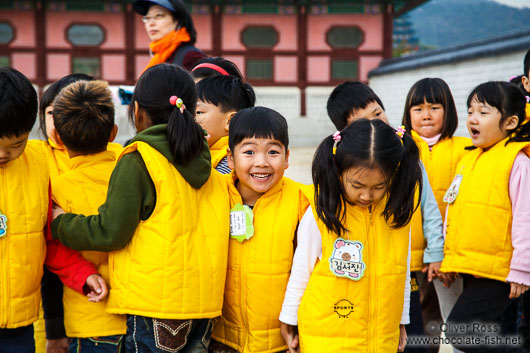 School childern on their way to visit the Gyeongbokgung palace