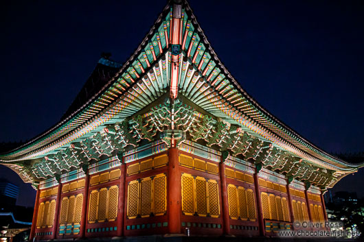 Seoul Deoksugung palace by night