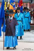 Travel photography:Seoul Gyeongbokgung palace guards, South Korea