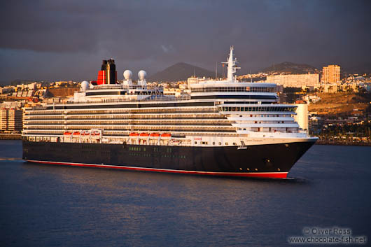 The Queen Mary cruise ship enters Las Palmas harbour at sunrise