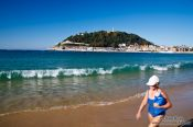 Travel photography:Taking a walk on la Concha beach in San Sebastian, Spain
