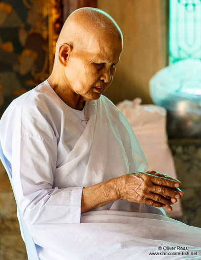 Blind female monk at Bangkok´s Wat Chana Songkram