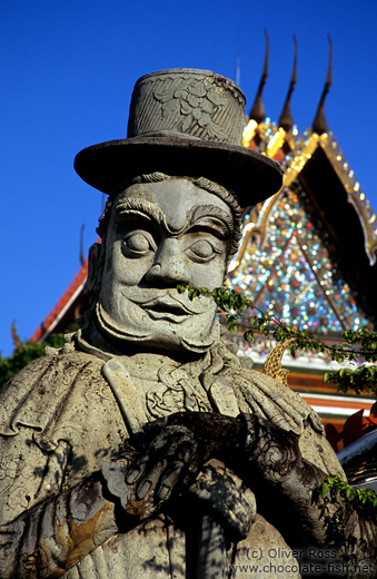Stone statue in Wat Pho