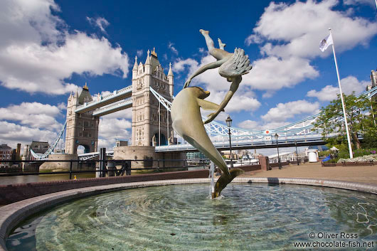 London´s Tower Bridge with dolphin fountain