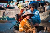 Travel photography:Visitors to the Can Tho floating market , Vietnam