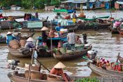 Travel photography:The Can Tho Floating Market , Vietnam