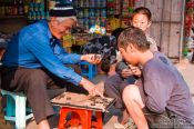 Travel photography:Playing chinese chess in Hanoi, Vietnam
