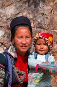 Travel photography:Hmong mother with child in Sapa, Vietnam